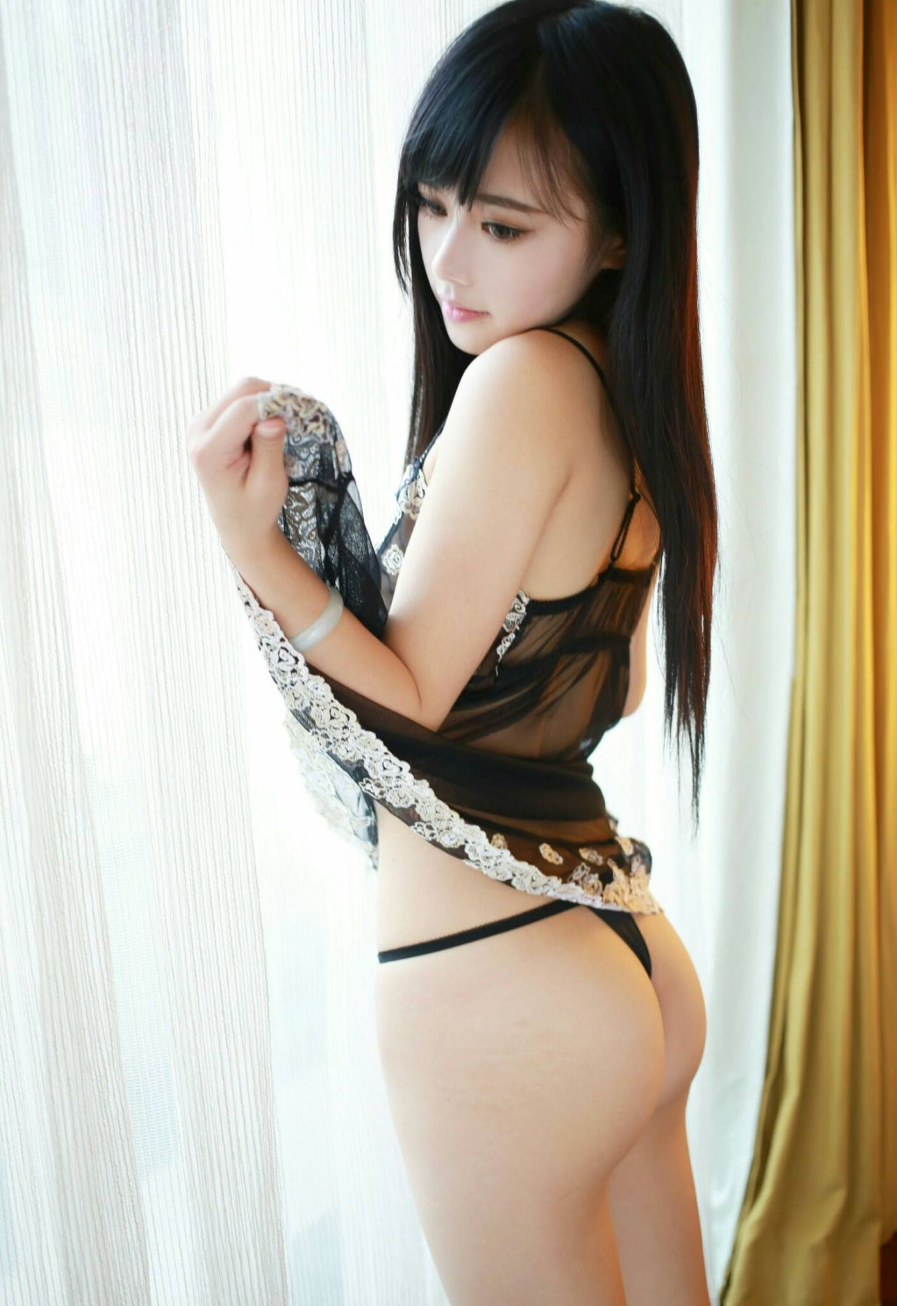 College girls somking nude immage
