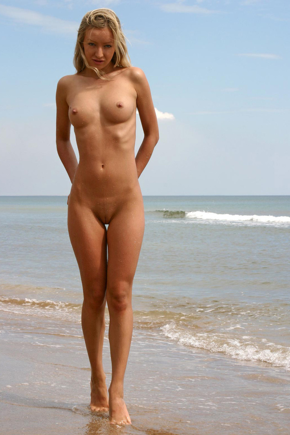 Hot naked chicks with a gap