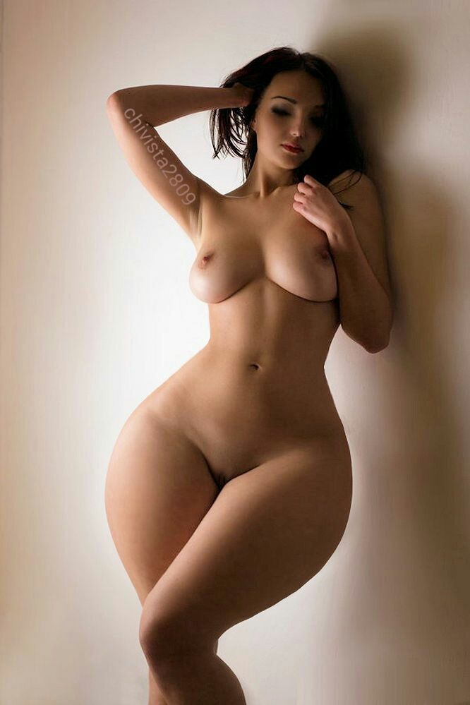 Hot girl with big wide hips nude